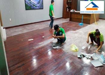 bảng giá dịch vụ đánh bóng sàn gỗ-công-nghệ-làm-sạch