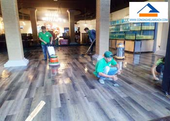 Dịch vụ thi công sàn nhựa Vinyl-công-nghệ-làm-sạch