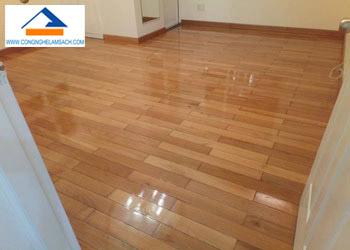 Quy trình đánh bóng sàn gỗ công nghiệp-công-nghệ-làm-sạch